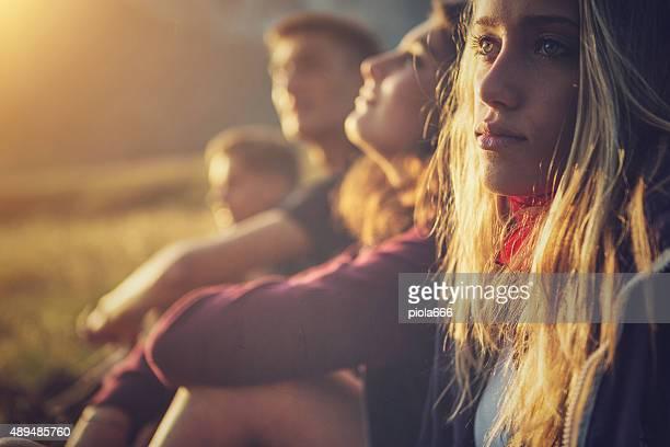 Teenager Freunden Porträt bei Sonnenuntergang