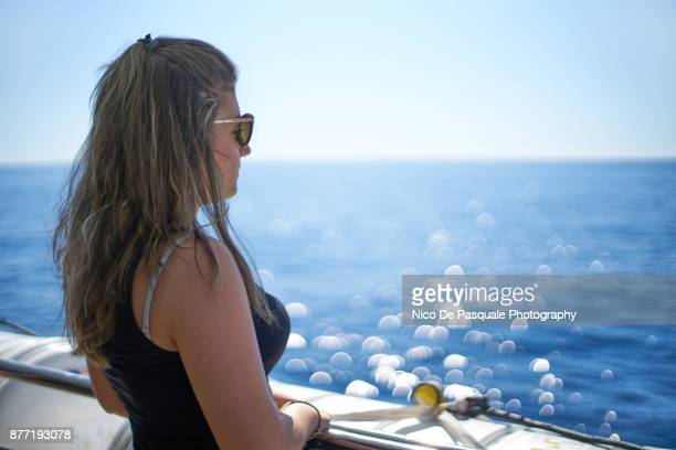 teenager girl travelling alone - nico de pasquale photography stock pictures, royalty-free photos & images