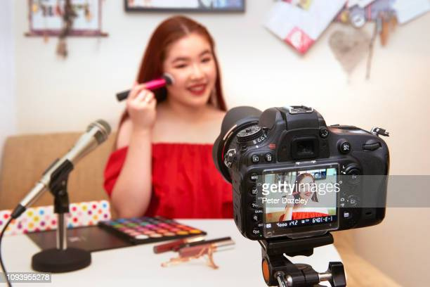 teenager influencer vlogging - following moving activity stock pictures, royalty-free photos & images