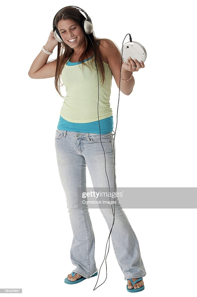 Teenager listening to music on personal stereo : Stockfoto