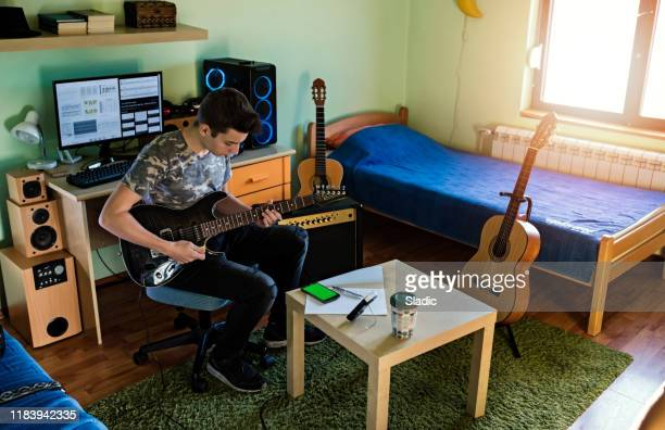 teenager musician - songwriter stock pictures, royalty-free photos & images