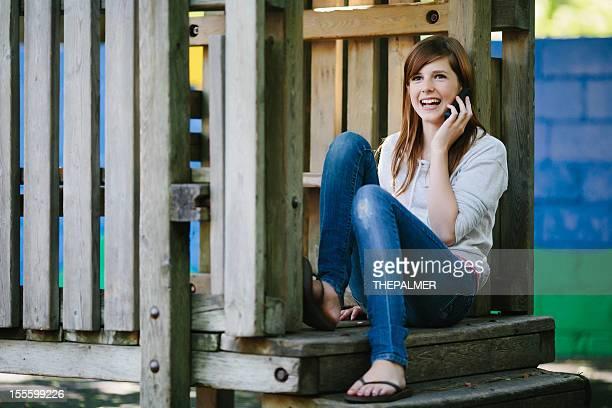 Adolescent sur le téléphone