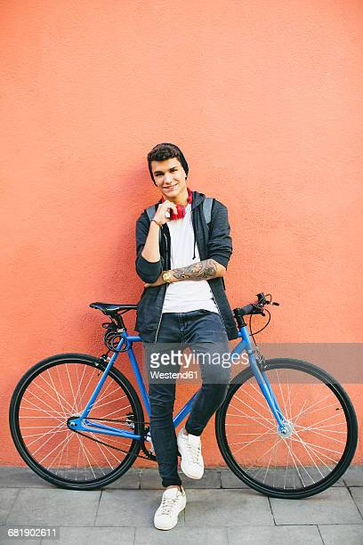 Teenager with a fixie bike, smiling