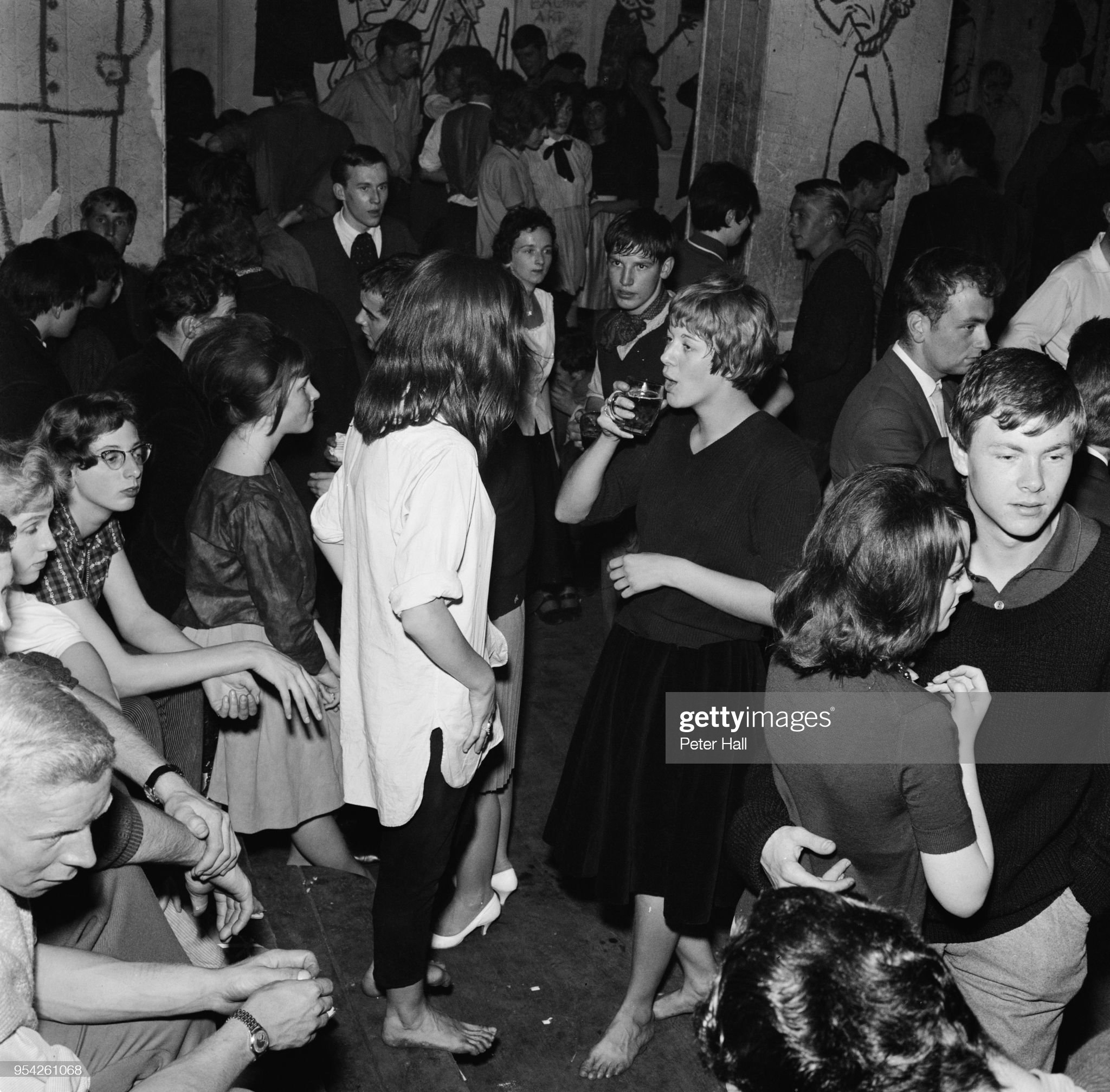 https://media.gettyimages.com/photos/teenagers-at-a-sunday-night-rave-at-a-jazz-club-at-the-eel-pie-island-picture-id954261068?s=2048x2048