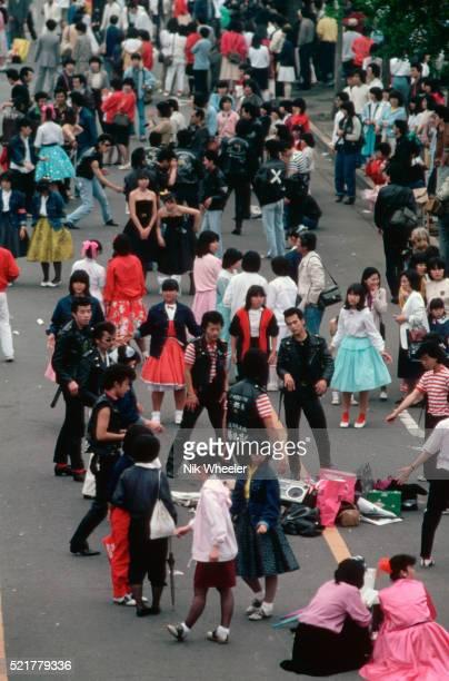 teenagers at harajuku - 昭和期 ストックフォトと画像