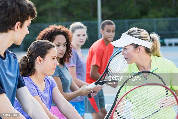 teenagers at tennis clinic - sports training clinic stock pictures, royalty-free photos & images
