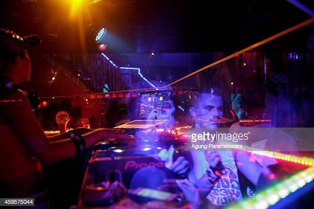Teenagers dance during Australian 'schoolies' celebrations on November 26 2014 in Kuta Bali Indonesia This year around 6000 students will travel to...