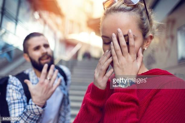 関係の難しさを持っている 10 代の若者
