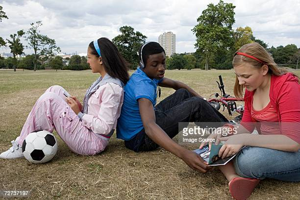 teenagers in the park - in the park day 3 imagens e fotografias de stock