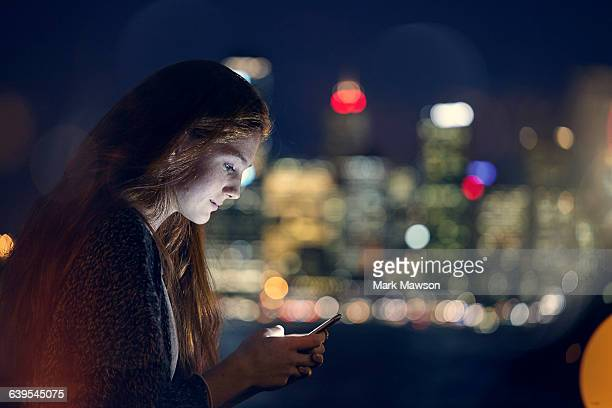 teenagers on iphones - digital native stock pictures, royalty-free photos & images