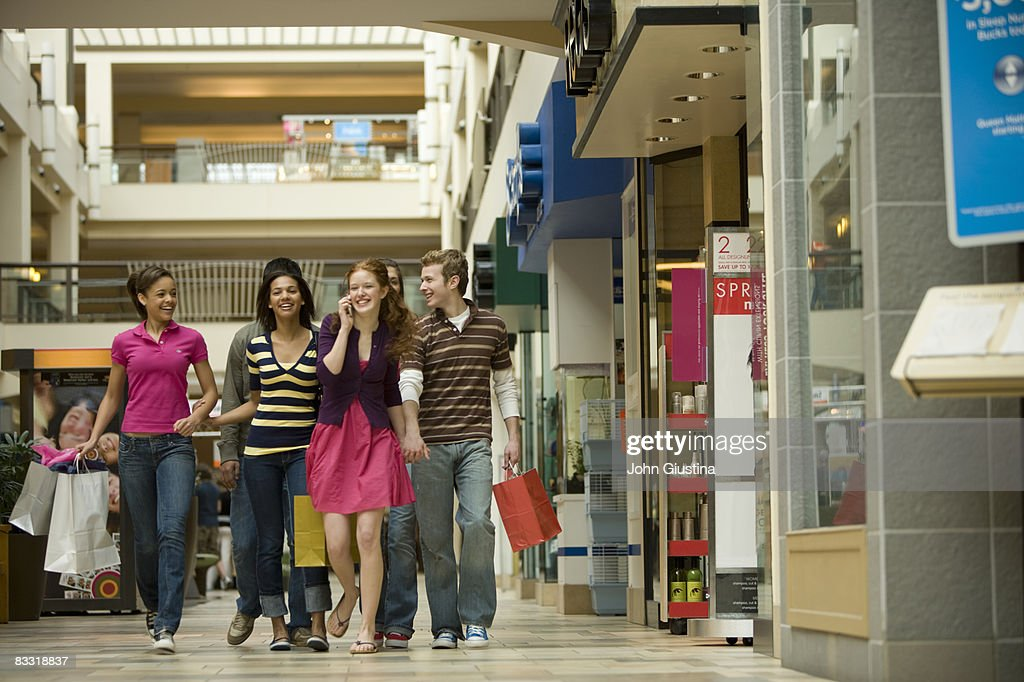 Teenagers  (14-17) shopping at the mall : Stock Photo