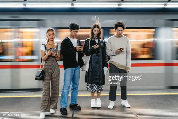 teenager soziale fragen - jugendkultur stock-fotos und bilder
