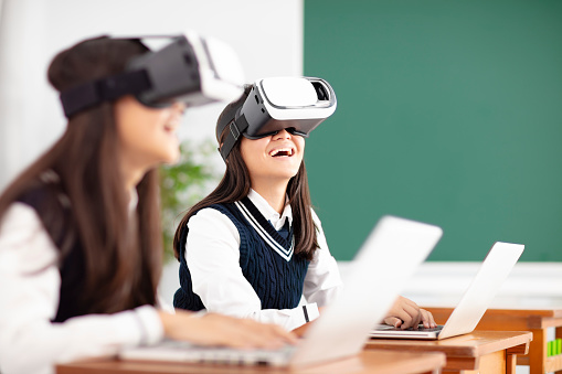 teenagers student with virtual reality headset in classroom 990711646