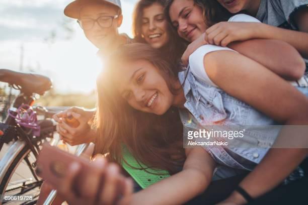 十代の若者たち世界観