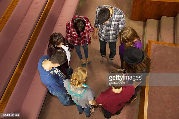 8 teens worship together - christianity stock pictures, royalty-free photos & images