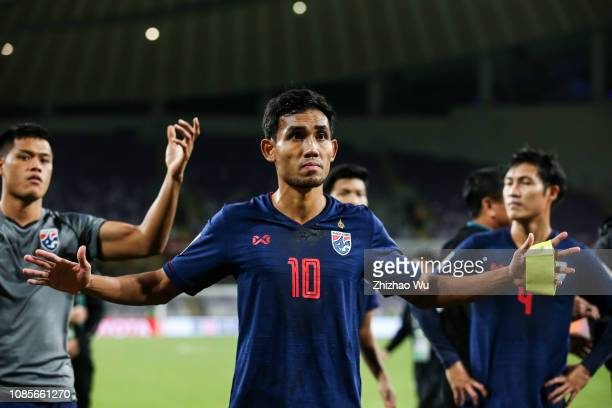 Teerasil Dangda of Thailand thanks the fans after the AFC Asian Cup round of 16 match between Thailand and China at Hazza Bin Zayed Stadium on...