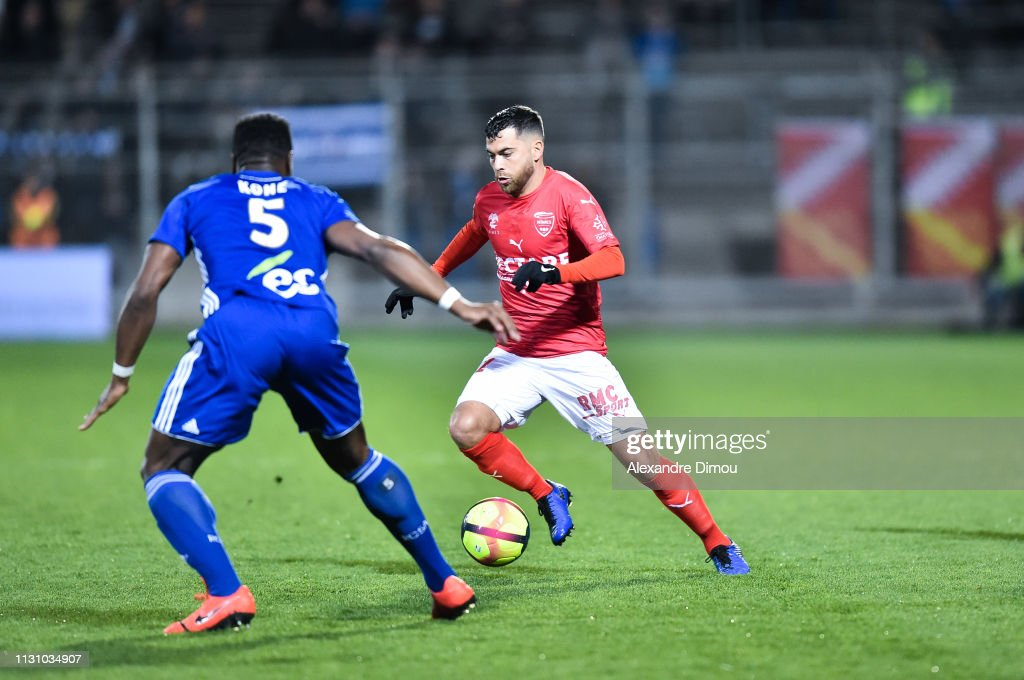 29 EME JOURNEE DE LIGUE 1 CONFORAMA : NÎMES OLYMPIQUE - RACING CLUB DE STRASBOURG ALSACE  - Page 2 Tegi-savanier-of-nimes-during-the-ligue-1-match-between-nimes-and-on-picture-id1131034907