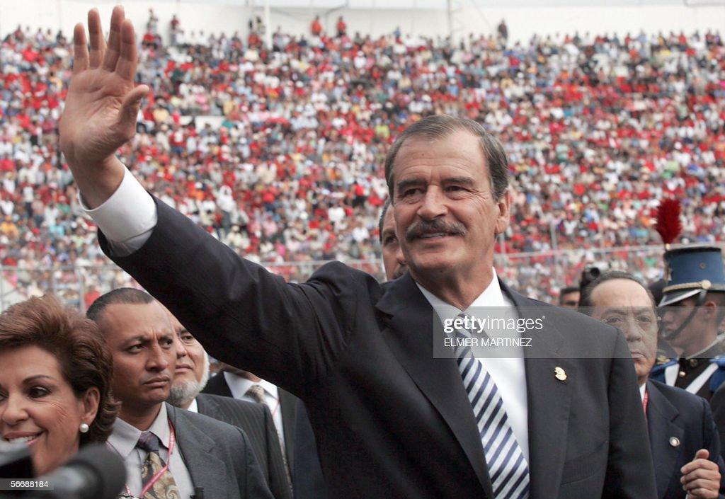 El presidente de Mexico Vicente Fox salu : News Photo
