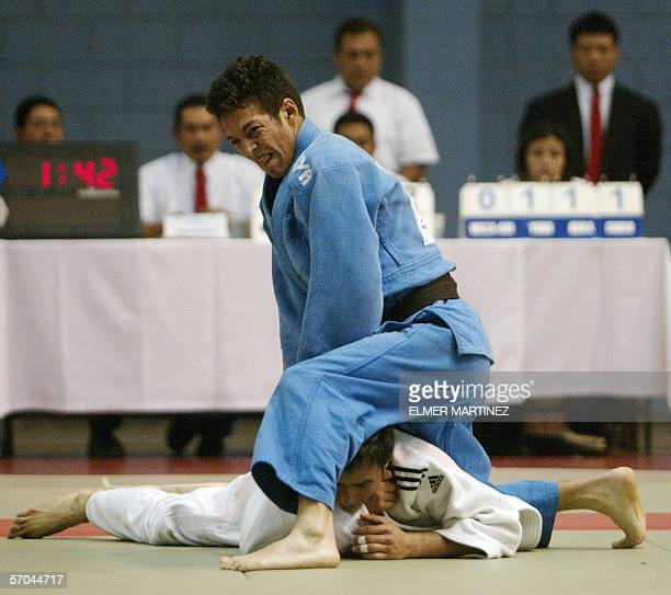 Tegucigalpa, HONDURAS: Kenny Godoy of Honduras battle for gold against Rudy Rodas of Guatemala for silver during the men's judo 55-kg category during...