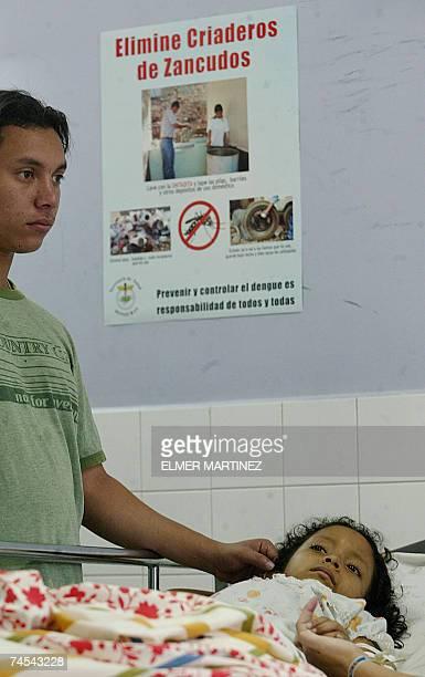 La nina Keisy Zuniga permanece al cuidado de su hermano en el Hospital Materno Infantil luego de haber ingresado con sintomas de dengue hemorragico...