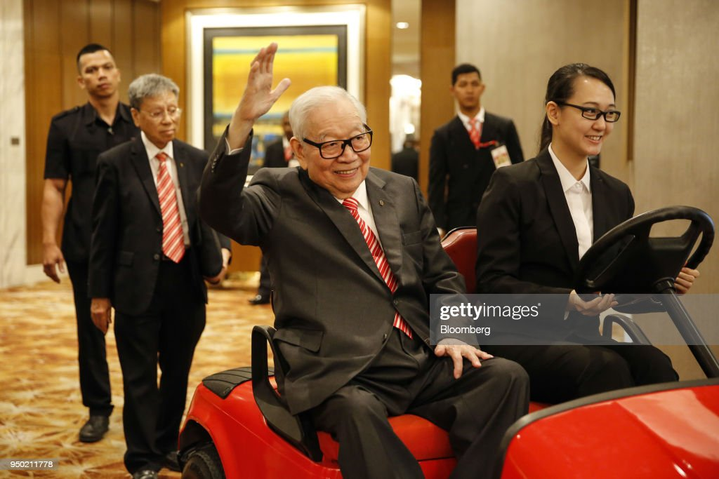 Public Bank Founder Billionaire Teh Hong Piow Arrives At Company's AGM