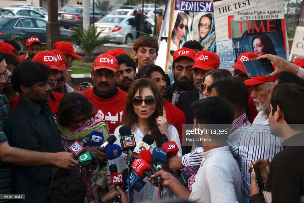 Tehmina Durrani a social activist and wife of Punjab Chief Minister talking to media after lighting candles during a vigil in memory of Abdul Sattar..