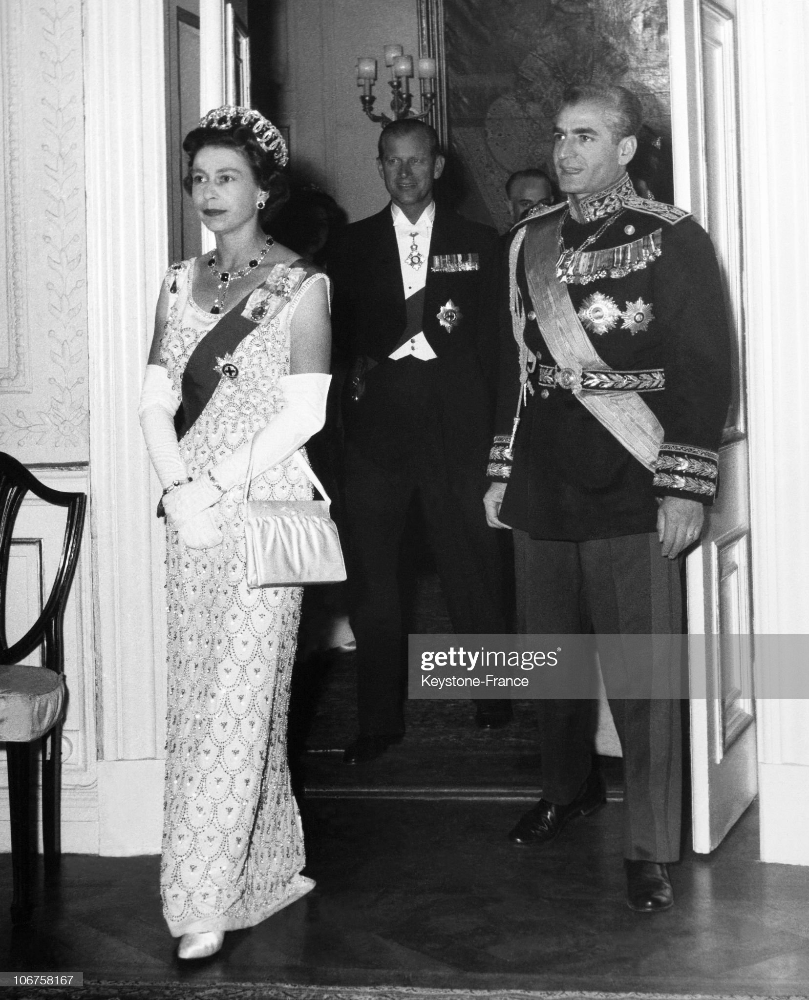 Tehran, British Embassy. State Dinner. Hm The Queen Elisabeth Ii, Shah Of Persia And Prince Philip In March 1961. : News Photo