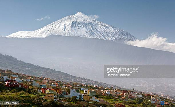 teide's peak above la orotava town (tenerife. canary islands) - pico de teide stock pictures, royalty-free photos & images