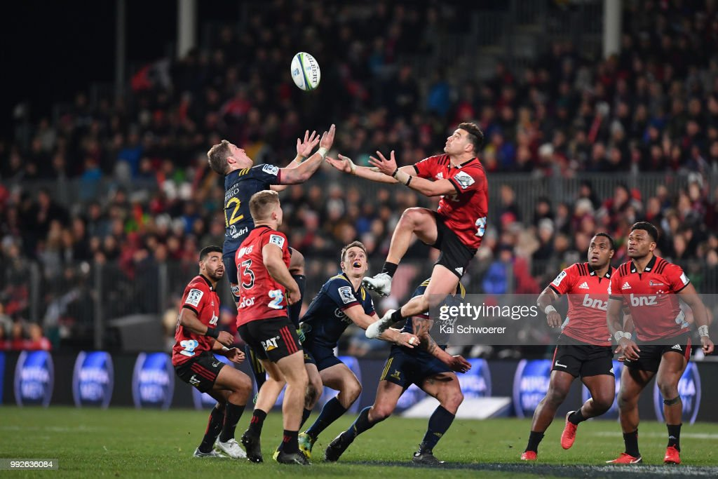 Teihorangi Walden of the Highlanders and David Havili of the Crusaders (L-R) compete for the ball during the round 18 Super Rugby match between the Crusaders and the Highlanders at AMI Stadium on July 6, 2018 in Christchurch, New Zealand.