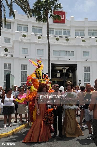"""Teilnehmer der Homosexuellen- und Lesben-Parade , vor Hotel """"Riu Palace"""", Maspalomas, Insel Gran Canaria, Kanaren, Spanien, Europa, Kanarische..."""