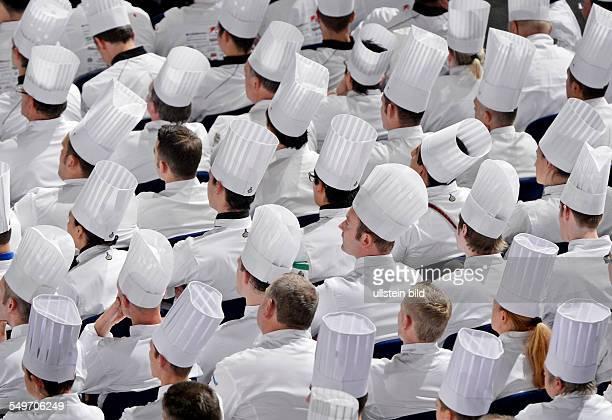 Teilnehmer waehrend der Eroeffnungsveranstaltung in Erfurt auf der Messe waehrend der Internationale Kochkunstausstellung Olympiade der Koeche Bis...