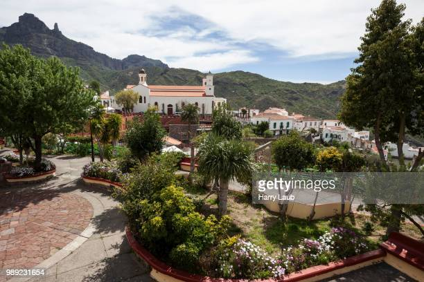 tejeda townscape, small park and church, gran canaria, canary islands, spain - tejeda stock pictures, royalty-free photos & images