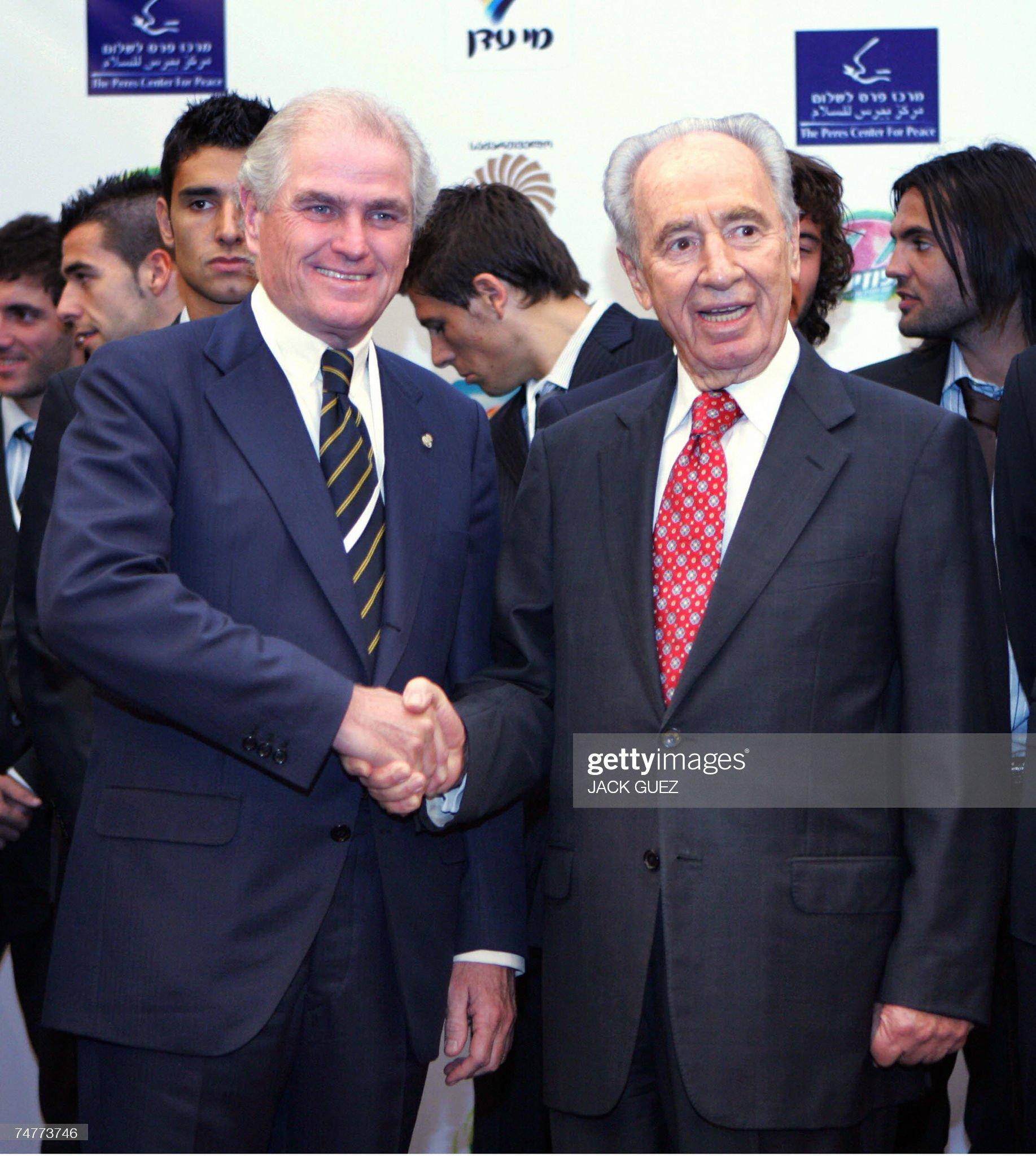 ¿Cuánto mide Ramón Calderón? Tel-aviv-israel-spanish-real-madrid-soccer-team-president-ramon-picture-id74773746?s=2048x2048