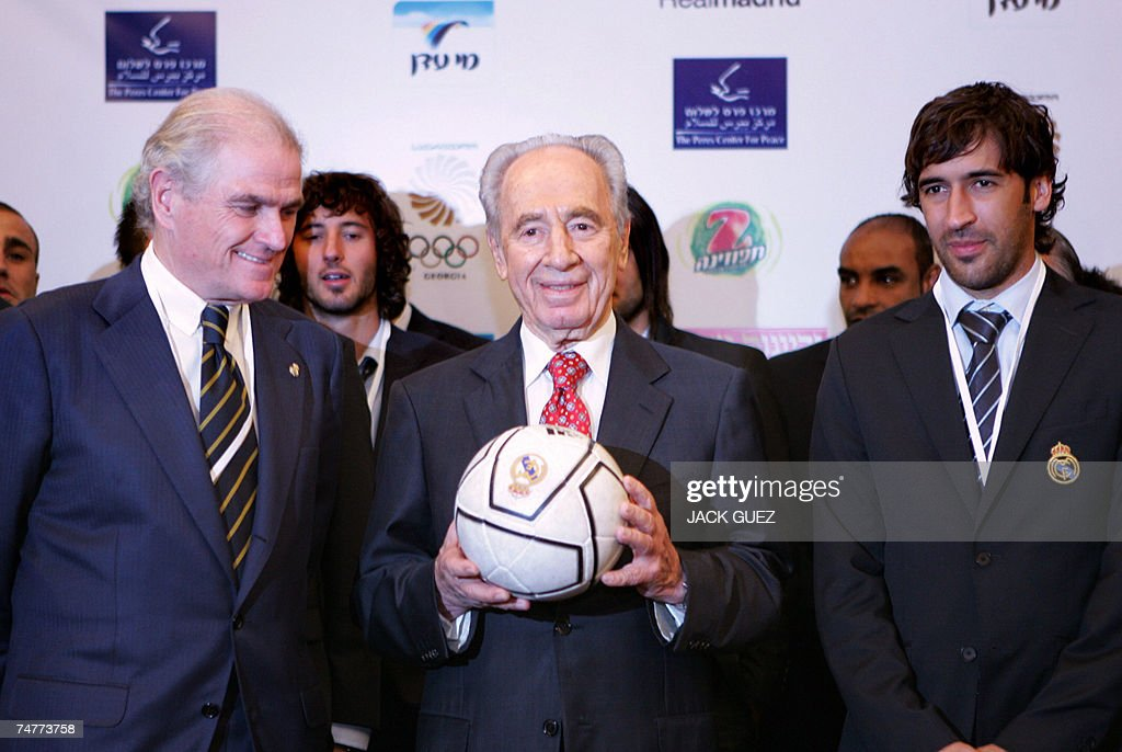 Spanish Real Madrid soccer team President Ramon Calderon (L) poses with newly elected Israeli President Shimon Peres (C) and team captain Raoul Bravo (R) in Tel Aviv prior to tonight's 'Peace Match ' hosted by the Peres Center for Peace, 19 June 2007 in Tel Aviv. The Peres Center's 'Peace Team', comprised of both Palestinian and Israeli players will play against Real Madrid tonight at the Ramat Gan Stadium, near Tel Aviv.