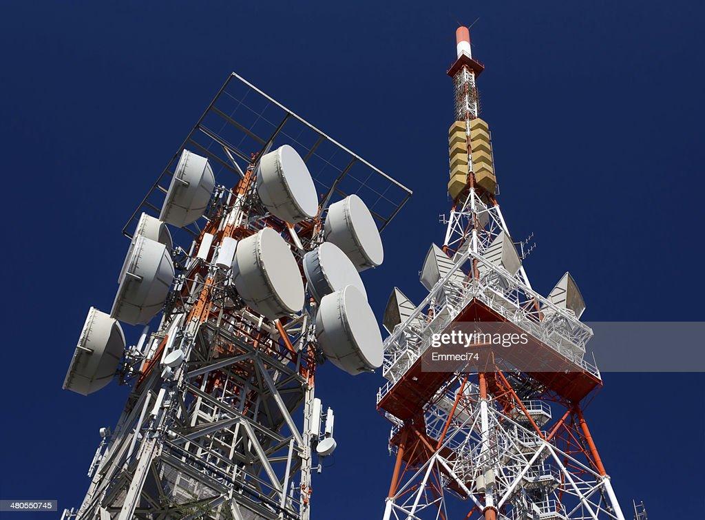 Antenas de telecomunicaciones : Foto de stock