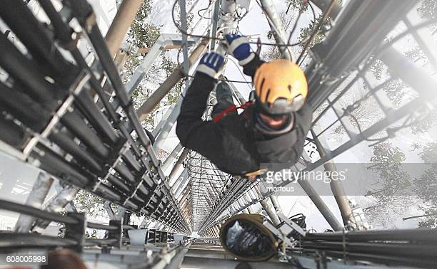 telecommunication manual high worker engineer repairing antenna - high up stock pictures, royalty-free photos & images