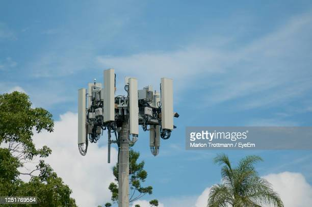 telecommunication tower antenna of 4g and 5g mobile communication system - tower stock pictures, royalty-free photos & images