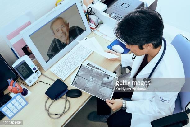 telemedicine doctors and patients - 医療とヘルスケア ストックフォトと画像
