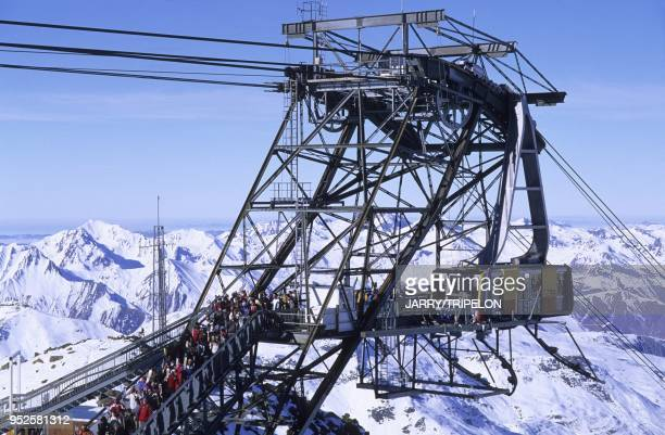 Telepherique Cime Caron, Val Thorens, Domaine skiable des Trois Vallees, Vallee des Belleville, departement Savoie, region Rhone-Alpes, France Cime...