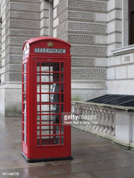 telephone booth in london - telephone booth stock pictures, royalty-free photos & images