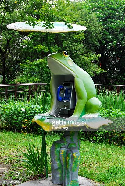 Taipei Botanical Garden's public telephone. The Garden is famous for lotus flower pond, so the telephone booth use the lotus leaf as roof and has frog shape emphasize outstanding feature.