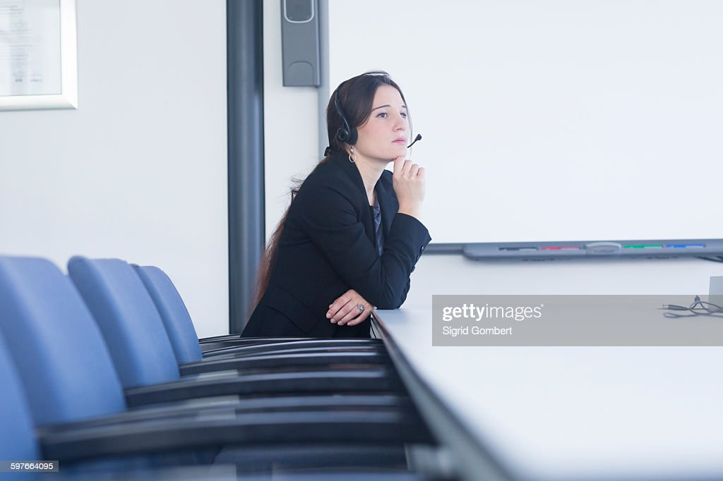 Telephonist contemplating in meeting room : Stock-Foto