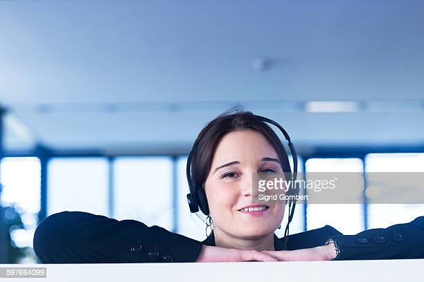telephonist in office - sigrid gombert - fotografias e filmes do acervo