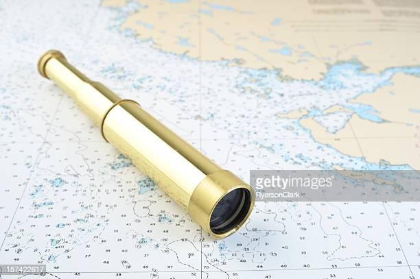 望遠鏡、海図ます。