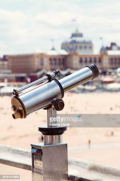 telescope on a observation point - den haag stock-fotos und bilder