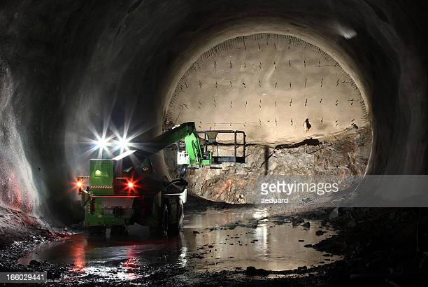Telescopic handler on tunnel front