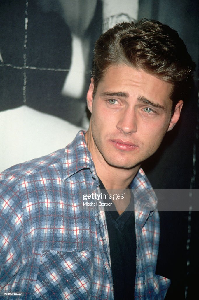 Actor Jason Priestly played Brandon, brother to Shannen Doherty's Brenda, on Beverly Hills, 90210. He also directed several episodes of the series during his time on the show.