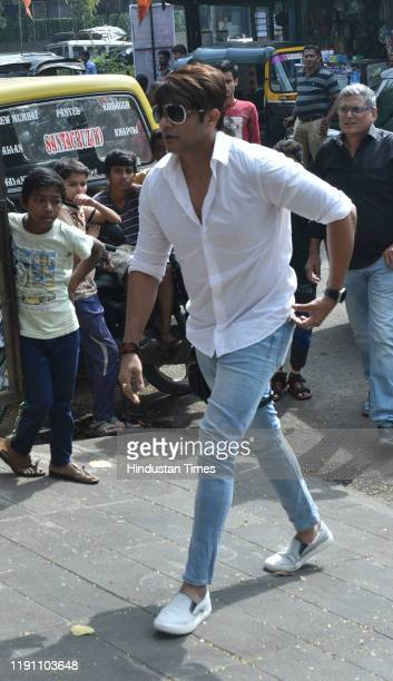 Television actor Karanvir Bohra during the funeral of Television actor Kushal Punjabi at Santa Cruz crematorium on December 28 2019 in Mumbai India...