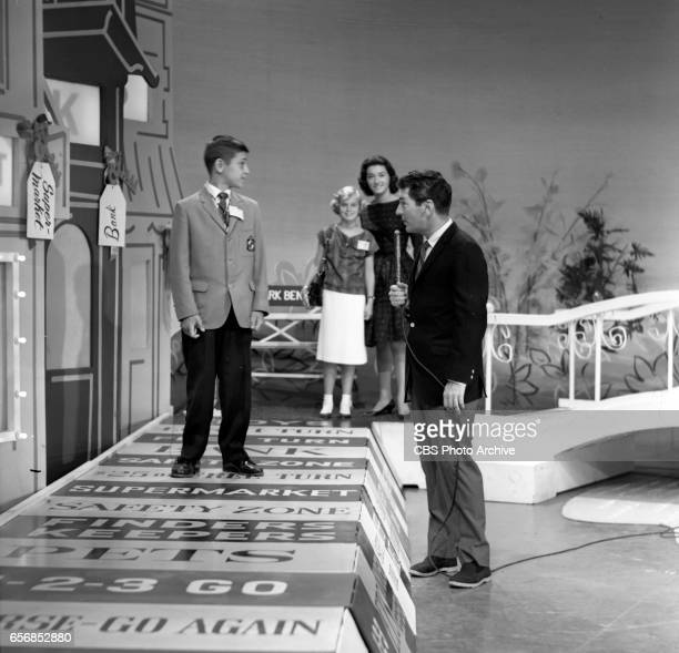CBS television game show Video Village hosted by Jack Narz with assistant Joanne Copeland and children contestants on the set Image dated July 29...