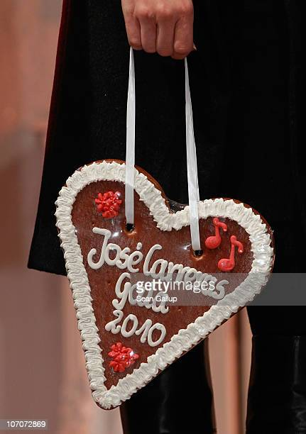 Television host Axel Bulthaupt holds a gingerbread heart to promote the upcoming Jose Carreras Gala at the official opening of the Christmas Market...